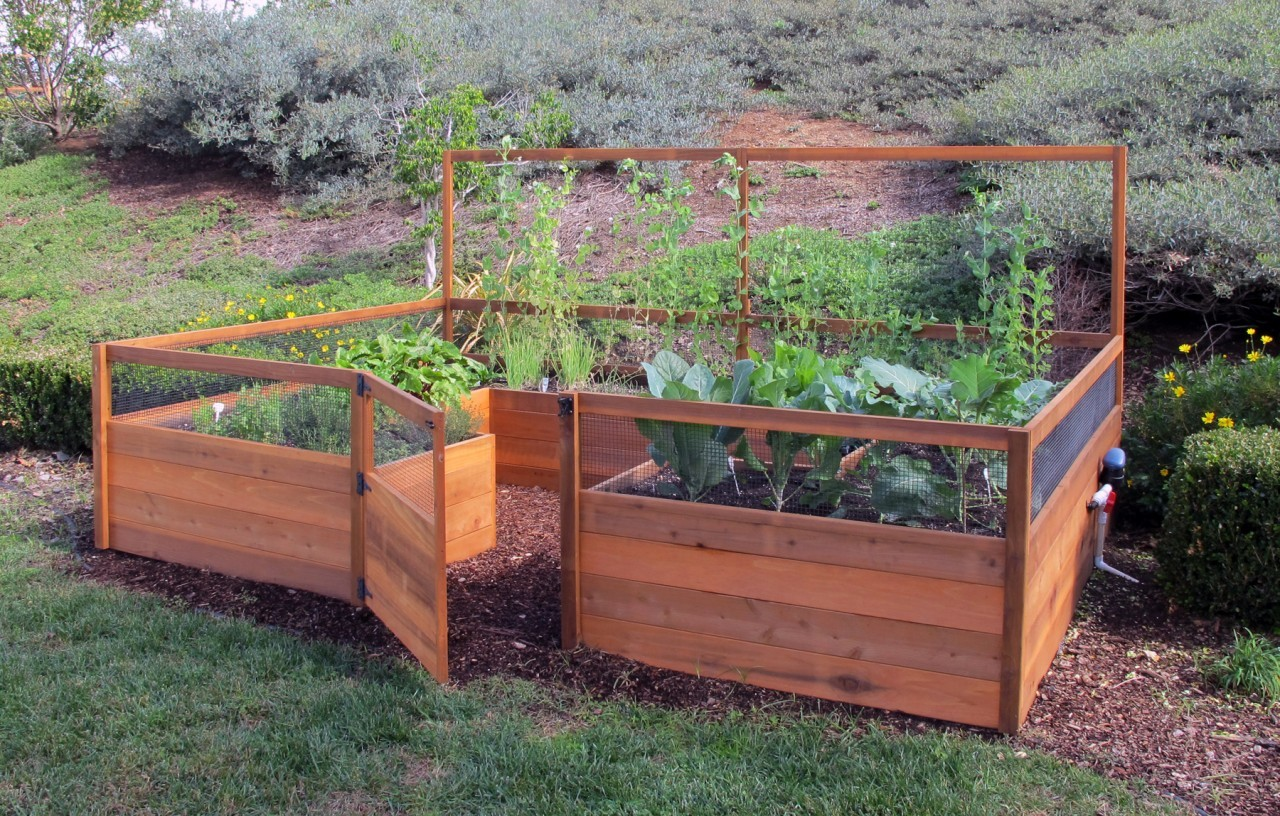 Raised garden beds table
